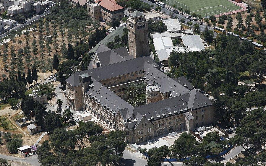 Больница Августа Виктория
